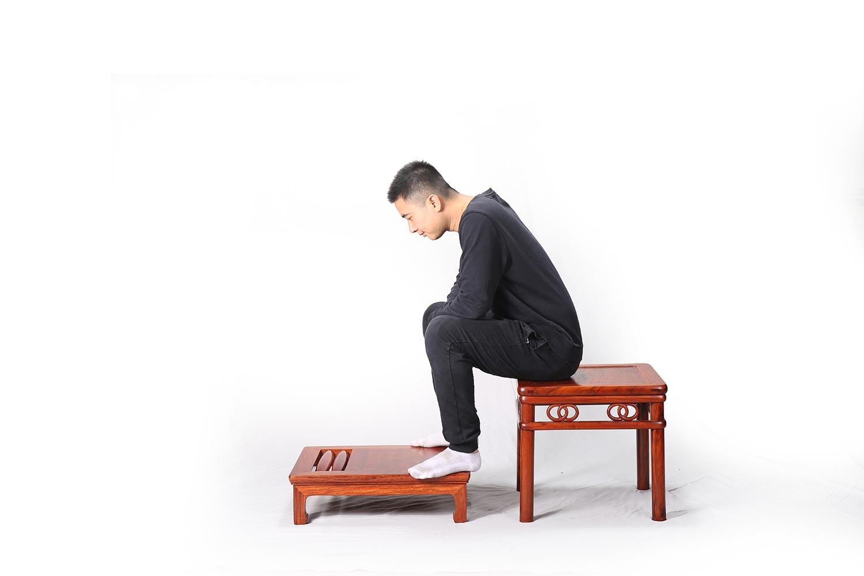 榫卯36记-34、横入抱肩榫的应用--滚凳脚踏
